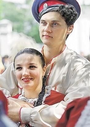 А эта удалая парочка - южно-центральный русский тип, часто встречающийся, например, на Кубани.